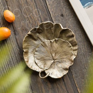 InsFashion zarte blattförmige handgemachte Messing Obst und Schmuck Tablett mit Kratzern für nordischen Stil Wohnkultur