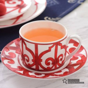 European Style Keramik Geschirr Set Knochen Mode Red Design 4pcs Geschirr Sets Striped Dinner Set Housewarminggeschenke