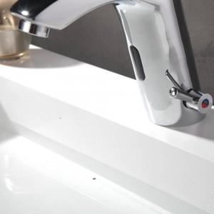 Zeitgenössische Chrom-Becken-Hähne Plattform brachte Hahn-Mischer-Sensor-Waschbecken-Hahn XR8865 an