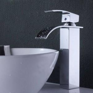 Hochwertige Chrom poliert Wasserfall Waschbecken Wasserhahn Einhand-Spültischmischer Neu A1005
