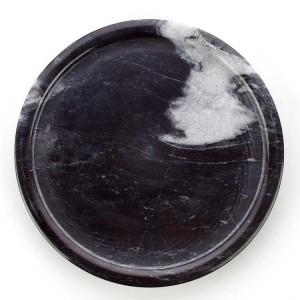 Rundes Schwarzweiss-Marmortablett von InsFashion im schlichten Stil für den Nachtisch-Webshop im nordischen Stil
