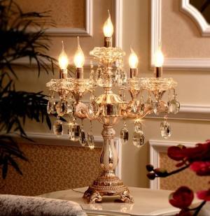 Großer Kristallkerzenhalter der Hochzeit mit 5 Armen führte die Kandelaber-Restaurantgoldtabellenlampenkerzenhalter, die Schreibtischlicht beleuchten