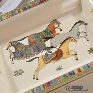 Porzellan Aschenbecher Knochengott Pferd Design Umriss in Gold Rechteckform Aschenbecher Dekoration liefert Werbegeschenke