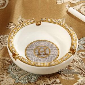Porzellan Aschenbecher Elfenbein Porzellan Gott Pferde Design Umriss in Gold runde Form kleiner Aschenbecher Aschenbecher für Zuhause Einweihungsparty Geschenk