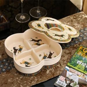 Porzellanschachtel / Nussschachtel mit Deckel Elfenbein Porzellangott Pferde Design geprägte Kontur in Gold Antik Qualität Dekoration
