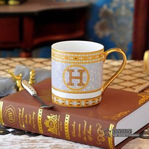 PorzellanKaffeetasse-Teetasseknochen, den die Gottpferde Entwurf in der Goldkeramik-Teetasse-Kaffeetasse-Milchschale die rechten Becher umreißen
