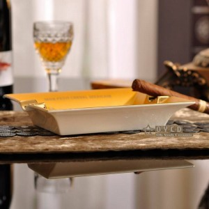 Porzellan Mode Aschenbecher Knochen Square Horse Design Kontur in Goldform Zigarre Aschenbecher Zigarette Dekoration Geschenk
