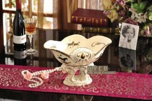 Porzellan Obstschale Elfenbein Porzellan Gott Pferde Design geprägte Kontur in Gold dekorative Obstschale Housewarminggeschenke