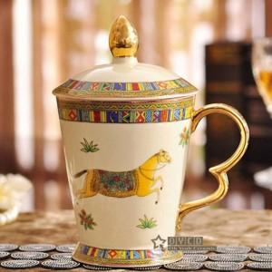 Porzellanbecher Elfenbein Porzellanbecher Der Gott Pferde Design Umriss in Gold Klassiker Becher mit Deckel Tassen und Becher