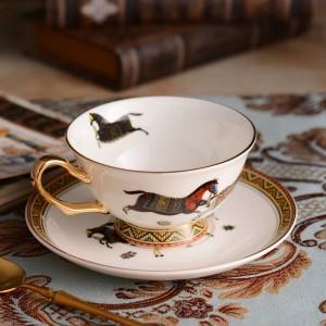 Porzellan Teetasse und Untertasse ultradünne Knochengott Pferde Design Umriss in Gold Kaffeetasse und Untertasse Set Geschenk-Box-Verpackung